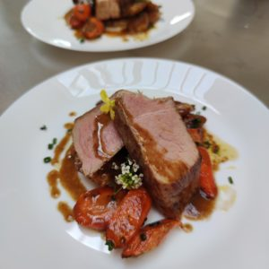 Recette du Rôti de porc – Steak de céleri – Carottes glacées – Pommes caramélisées